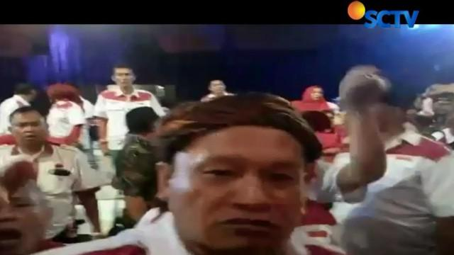 Debat terbuka cagub cawagub Jawa Barat ricuh akibat salah satu pasangan calon membentang kaos bertagar #2019GantiPresiden.