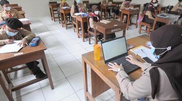 Banner Infografis Jelang Sekolah Tatap Muka Terbatas Tahun Ajaran 2021 / 2022. (merdeka.com/Arie Basuki)