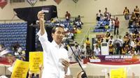 Jokowi mengenalkan Kartu Indonesia Pintar (KIP) Kuliah saat Deklarasi Alumni Sriwijaya Bersatu di Palembang (Liputan6.com / Nefri Inge)