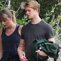 Taylor Swift dan Joe Alwyn. (Billboard)