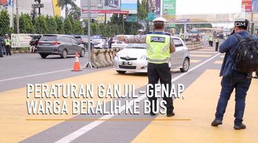 Penerapan aturan ganjil-genap membuat warga Bekasi mulai beralih ke Bus Transjabodetabek.
