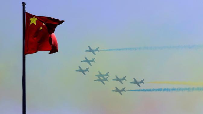 Jet tempur K-8 dari Tim Aerobatic