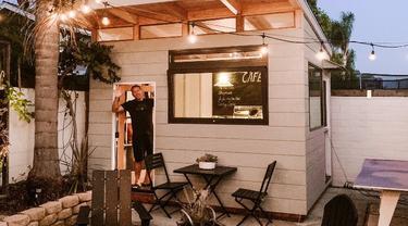 Penyuka Berat Kopi, Pria ini Bikin Kafe Sendiri di Rumahnya