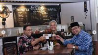 Anies Baswedan, Ridwan Kamil, dan Ganjar Pranowo ngopi bersama di kafe di samping Balaikota (Dok. Instagram/@aniesbaswedan/https://www.instagram.com/p/Bpy4GGrnZ9I/Komarudin)