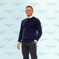 Daniel Craig adalah aktor keenam yang memerankan James Bond. Aktor 47 tahun ini mengawali perannya pada 2006 dan yang terbaru pada tahun ini Daniel Craig tampil keempat kalinya sebagai James Bond dalam film 007 terbaru.'Spectre'. (Bintang/EPA)