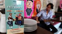 Sebuah menu menawarkan makanan taco bernama El Trumpo dan Rocket Man di sebuah restoran di Singapura, 7 Juni 2018. Makanan itu memanfaatkan momentum pertemuan Donald Trump dan Pemimpin Korea Utara Kim Jong-un di Singapura 12 Juni nanti (AFP/ROSLAN RAHMAN)