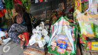 Pedagang menunggu pembeli parsel di kawasan Cikini, Menteng, Jakarta Pusat, Rabu (15/6/2016). Pemprov DKI Jakarta berencana menertibkan pedagang parcel di Cikini dengan alasan menganggu pejalan kaki yang melintas. (Liputan6.com/Yoppy Renato)