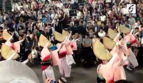 Awa Odori adalah festival tari paling yang diadakan di seluruh Jepang selama musim Obon (tari) pada pertengahan Agustus. Awa adalah nama lama untuk Prefektur (Provinsi) Tokushima sementara Odori berarti menari.