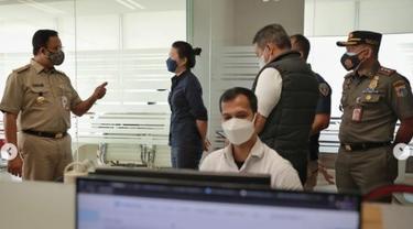 Gubernur DKI Jakarta Anies Baswedan menyidak perusahaan pelanggar PPKM Darurat