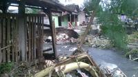 Tanggul di Sorowajan, Bantul jebol setelah diterjang arus air dari sungai Gajah Wong. (Liputan6.com/Fathi Mahmud)
