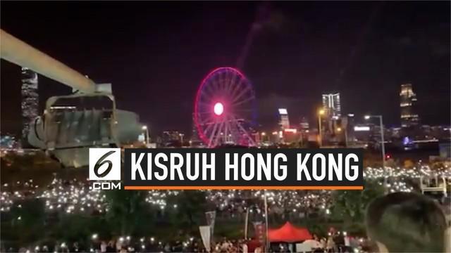 Warga Hong Kong berkumpul di pusat kota sambil bernyanyi sebagai pesan untuk para anggota G20 yang akan menggelar KTT di Osaka, Jepang.