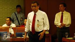 Dirjen Pajak, Sigit Priadi Pramudito saat menghadiri rapat dengan Pansus Pelindo II DPR RI, Jakarta, Senin (16/11/2015). Pansus Pelindo II kembali memanggil pihak-pihak yang diduga berkaitan dengan pengadaan mobile crane. (Liputan6.com/Johan Tallo)
