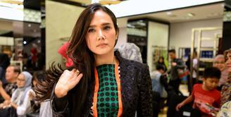 Beberapa waktu lalu, media sosial dihebohkan dengan unggahan foto yang dilakukan oleh Ahmad Dhani. Ia mengunggah foto pernikahan pertamanya dengan Maia Estianty. (Adrian Putra/Bintang.com)