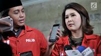 Ketua Umum PSI Grace Natalie memberikan keterangan saat memenuhi panggilan Bareskrim Polri di Jakarta, Selasa (22/5). Sebelumnya, PSI dilaporkan Bawaslu karena dinilai melakukan kampanye dini melalui iklan. (Merdeka.com/Iqbal S Nugroho)