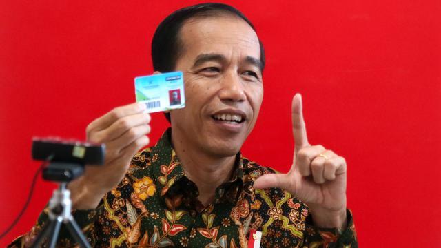 Jokowi Saat Daftar Jadi Anggota Perpustakaan