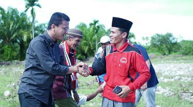 Faldo Maldini saat gotong royong bersama masyarakat Pesisir Selatan, Sumatera Barat (Istimewa)