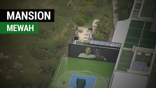 Berita video bintang PSG, Neymar, yang akan memulihkan patah kakinya di mansion mewah di Brasil.