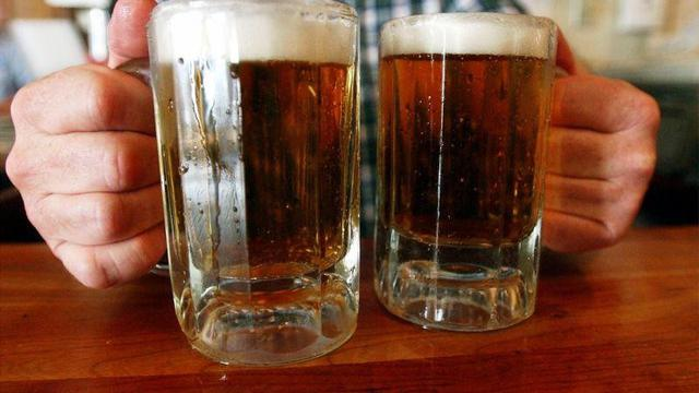 Ilustrasi minuman alkohol Bir (AP/Tony Talbot)