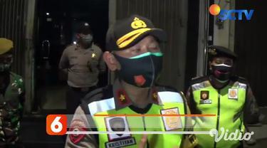Tim gabungan TNI-Polri dan Satpol PP Sabtu (7/11) menggerebek tempat hiburan malam MW di Jalan Panjang Jiwo Surabaya, karena selama pandemi tempat hiburan malam tidak boleh beroperasi, namun tempat ini nekat beroperasi.