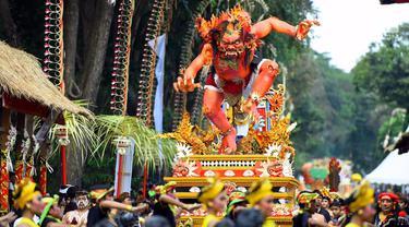 Kenakan Baju Adat, Jokowi Ikuti Pawai Pesta Kesenian Bali