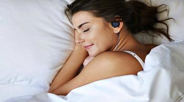 Bahaya Menggunakan Earphone saat Tidur