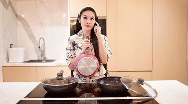 Menengok Dapur Sandra Dewi, Ada Bar Pribadi dan Peralatan Masak Khusus