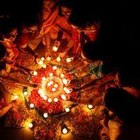 DEEPAVALI adalah festival lampu yang juga jadi tanda hari belanja besar di India. (Sumber Foto: Silverkris)