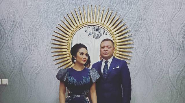 """""""Sudah hampir delapan bulan nggak ketemu,"""" kata Krisdayanti saat dijumpai di kediamannya, di kawasan Cilandak, Jakarta Selatan, Rabu (24/3/2021). (Instagram/raullemos06)"""