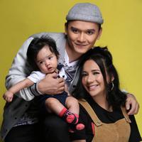 Niar Prianita bersama anak dan suaminya