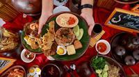 Festival Banyuwangi Kuliner 2019 dinilai sangat berbeda. Kali ini, festival tersebut mengangkat kuliner lokal Pecel Rawon.