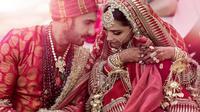 Ranveer Singh dan Deepika Padukone (Dok.Instagram/@ranveersingh/https://www.instagram.com/p/BqNF8gGh-os/Komarudin)