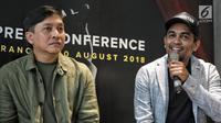 Musisi Yovie Widianto dengan Glenn Fredly memberi keterangan saat konferensi pers Konser Tanda Mata Glenn Fredly, Jakarta, Jumat (10/8). Konser tersebut akan digelar pada 30 September 2018 di Ciputra Artpreneur, Jakarta. (Liputaqn6.com/Faizal Fanani)