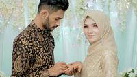 Martunis melamar kekasih hatinya, Sriwahyuni, di Banda Aceh, Minggu, 29 Desember 2019 (Dok.Instagram/@martunis_ronaldo/https://www.instagram.com/p/B6qbTMrFVeV/Komarudin)