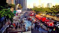 Pipa gas dari 2 lubang gorong-gorong di kawasan SCBD Jalan Jenderal Sudirman, Jakarta terbakar pagi tadi.