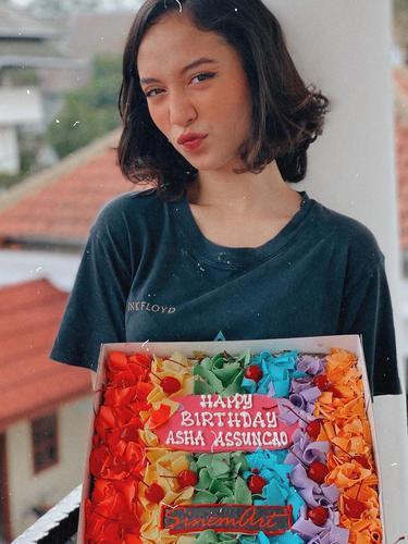 6 Momen Ulang Tahun Asha Assuncao ke-17 Tahun, Dapat Kejutan di Lokasi Syuting