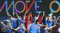Penyanyi Via Vallen melakukan latihan di panggung Move On Party 2016, Pantai Carnaval Ancol, Jakarta, kamis (31/12/2015). Perayaan Tahun Baru, SCTV Siapkan Konser Move On Party 2016 live pada jam 21.00. (Liputan6.com/Herman Zakharia)