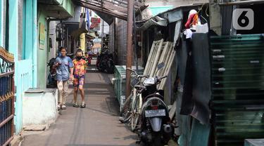 FOTO: Pemberlakuan Mikro Lockdown di Kelurahan Sumur Batu