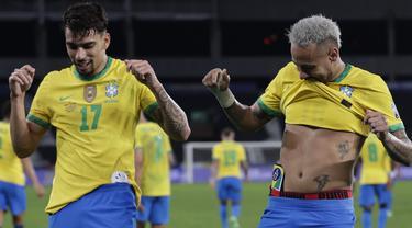 Kerjasama Lucas Paqueta dan Neymar berhasil antar Brasil ke babak Final CONMEBOL Copa America 2021 setelah tumbangkan Peru. Pertandingan diwarnai dengan peluang-peluang emas dari kedua kubu yang saling serang. (Foto: AP/Silvia Izquierdo)