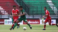 Persebaya Surabaya menang 2-1 atas Badak Lampung FC pada laga pekan ke-34 Shopee Liga 1 2019, di Stadion Gelora Bung Tomo, Sabtu (21/12/2019). Sepasang gol Persebaya dicetak David da Silva. (Bola.com/Aditya Wany)