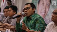 Wakil Sekjen DPP PPP Bidang Organisasi, Keanggotaan dan Kaderisasi Achmad Baidowi memberikan keterangan di Kantor DPP PPP, Jakarta, Selasa (12/12). (Liputan6.com/Faizal Fanani)