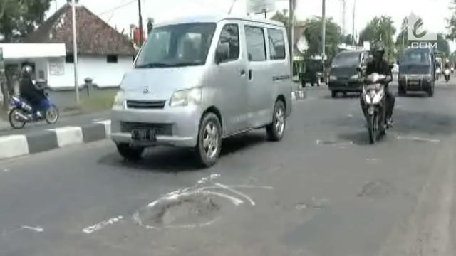 Bulan Ramadan sudah hampir seminggu berlalu, namun kondisi jalanan di jalur utama Jombang masih berada dalam keadaan rusak. Hal ini menyebabkan tingginya kecelakaan lalu lintas.