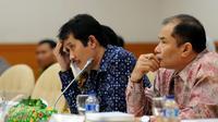 Dirut JICT, Dani Rusli (kiri) bersama Wakil Dirut JICT, Riza Erivan saat mengikuti sidang lanjutan pansus angket Pelindo II di Gedung DPR Jakarta, Rabu (25/11/2015). Sidang meminta keterangan dari tiga pejabat JICT. (Liputan6.com/Helmi Fithriansyah)