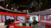 Shaun Ley, presenter BBC yang ketahuan bercelana pendek saat membawakan berita langsung di televisi. (dok. Screenshoot BBC)