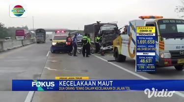 Kecelakaan terjadi di jalan tol Ngawi, Jawa Timur, KM 565, tepatnya di Kecamatan Kedunggalar. Sebuah truk bermuatan besi menabrak truk boks dari arah belakang.