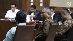 Sejumlah saksi memberi keterangan saat menjalani sidan lanjutan Terdakwa korupsi pengadaan dan pelaksanaan pembangunan kampus IPDN Sumbar di Kab Agam TA 2011, Dudy Jocom di Pengadilan Tipikor Jakarta, Rabu (10/10). (Liputan6.com/Herman Zakharia)