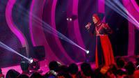 Eva D'Academy tampil anggung dibalut gaun bernuansa merah dan hitam pada malam Konser Final, Rabu (19/3/2014).