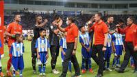 Menteri Pemuda dan Olahraga Zainudin Amali dan Ketua Umum PSSI, Mochamad Iriawan, resmi membuka Liga 2 2020 di Stadion Batakan, Balikpapan, Sabtu (14/3/2020) malam WITA. (dok. PSSI)