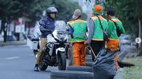 Anies Baswedan mengendarai motor  Kawasaki Versys-X 250 Tourer milik Dinas Perhubungan DKI Jakarta untuk melakukan inspeksi di gelaran Asian Games 2018. (@aniesbaswedan)