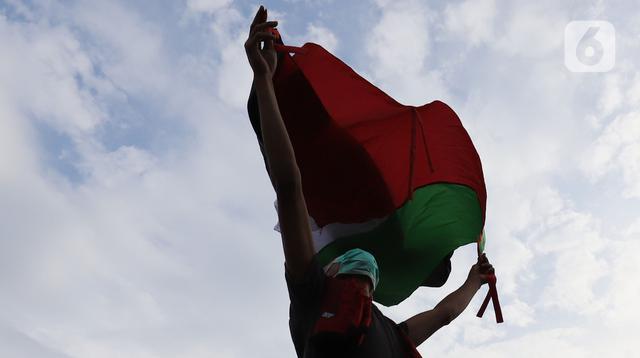 Aliansi Mahasiswa Islam Jakarta Solidaritas Untuk Palestina, melakukan unjuk rasa di depan Kedutaan Amerika, Jakarta, Rabu (12/5/2021). Mereka mendesak AS menghentikan kekerasan Israel terhadap warga Palestina, terkait serangan ke warga sipil di Kompleks Masjid Al Aqsa (Liputan6.com/Herman Zakharia)