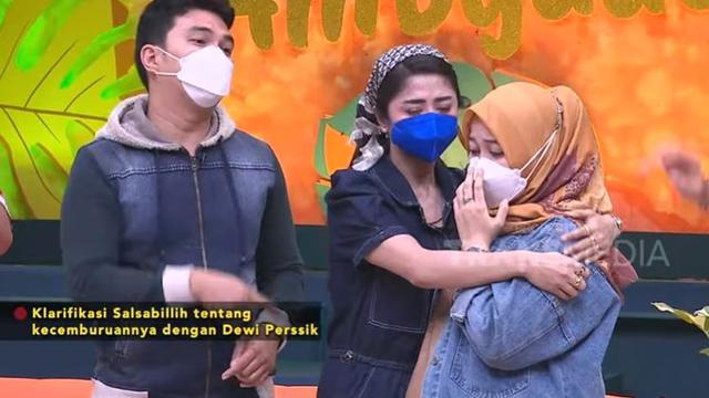 Aldi Taher - Dewi Perssik (Foto: YouTube)